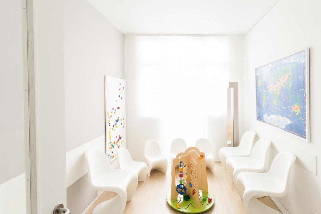 Augenarztpraxis in Baden-Baden: Unser speziell eingerichteter Kinderwartebereich im 3 OG